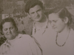 Karan sa majkom i sestrom